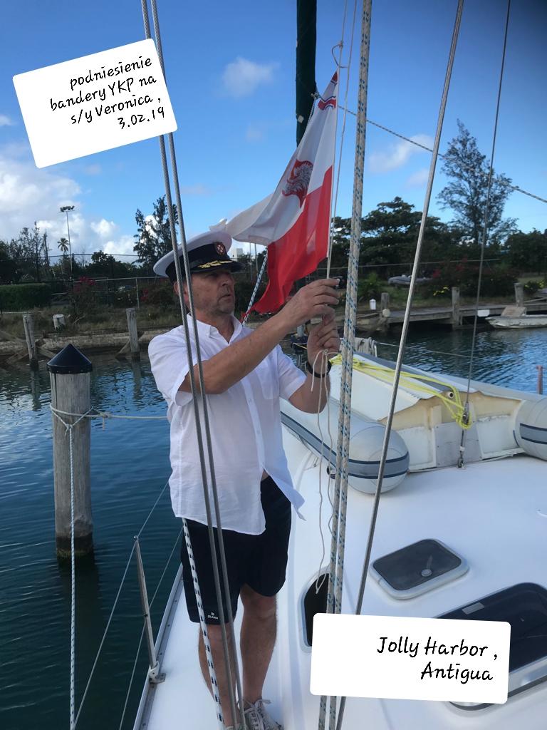 Podniesienie-bandery-YKP-na-Antigua-Jolly-Harbor